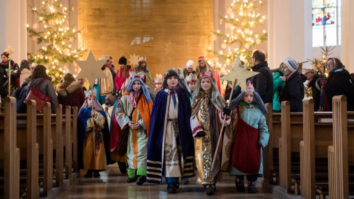 Brauchtum: Sternsinger sammeln Geld für einen guten Zweck - im Bild: Kirche St. Georg in Freising (Oberbayern)