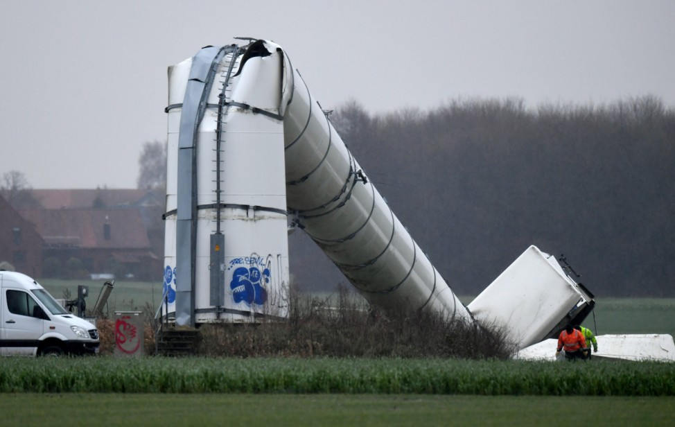 Eingeknickte Windkraftanlage