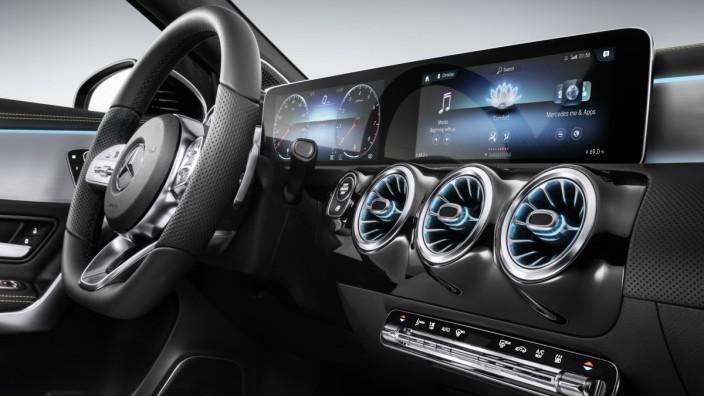 Mercedes A-Klasse Innenraum Interieur Cockpit