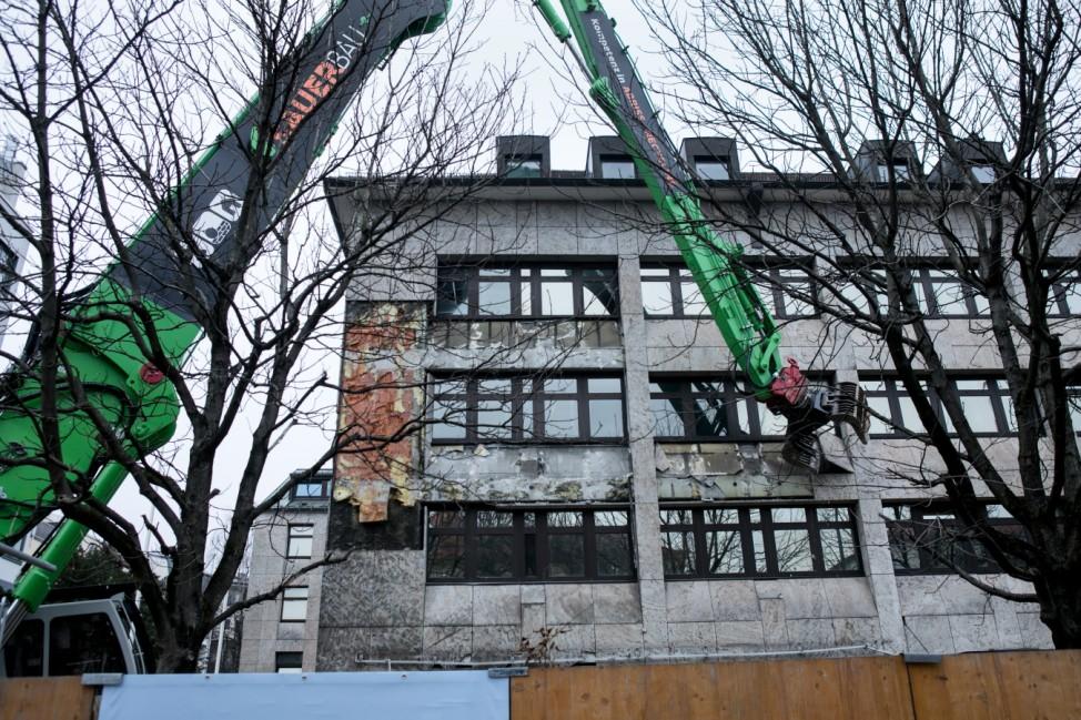 Beginn der Abbrucharbeiten an der alten CSU-Parteizentrale an der Nymphenburger Straße 64