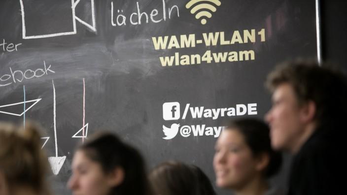 Hackathon. Wayra Academy München, Kaufingerstraße 15. Von 27. bis 29. Januar setzen 40 Schüler beim ersten Münchner Schülerhackathon zum Thema Bildung Projekte um, die Schule digitaler und Lernen zeitgemäßer machen.