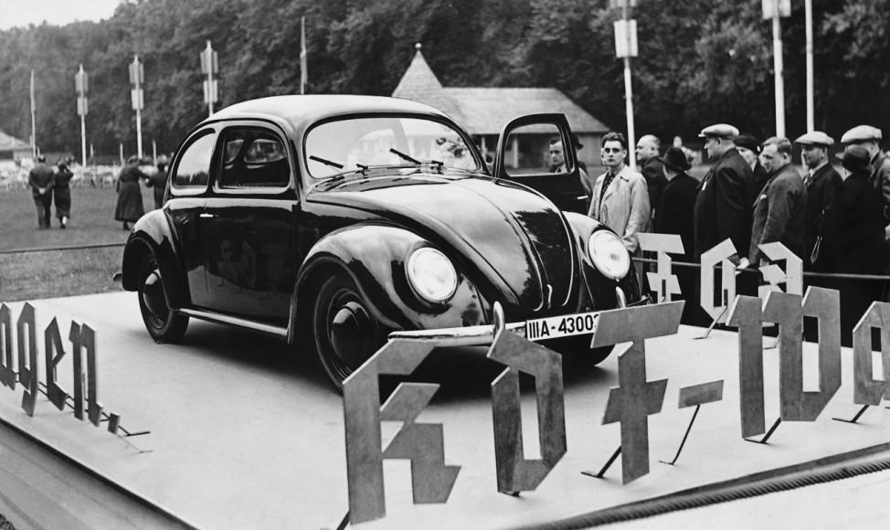 KdF-Wagen während eines KdF-Volksfestes in Treptow, 1938