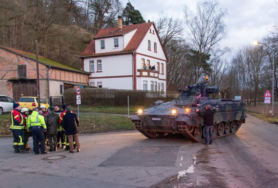 Bundeswehr hilft mit Schützenpanzer