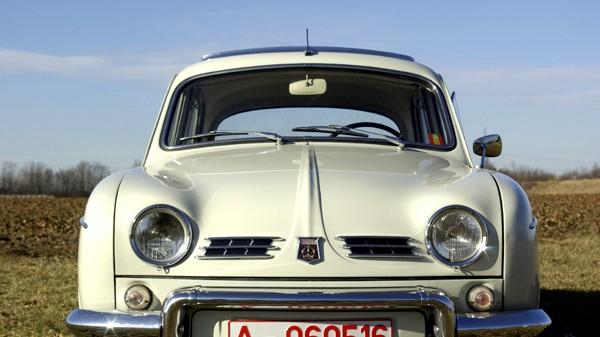 Blech der Woche (33): Renault Dauphine: Vorsicht! Das unschuldige Gesicht der Dauphine mit ihrer Knubbelnase und den Kulleraugen-Scheinwerfern kann täuschen ...