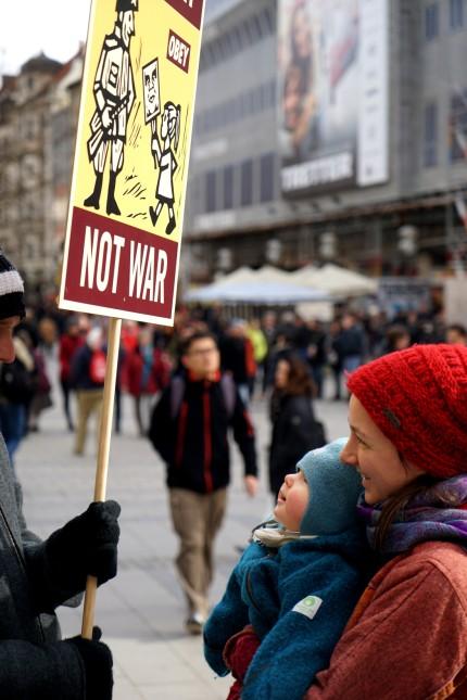 Protest rund um den Bayerischen Hof: Auch dieses Jahr soll der Bayerische Hof, wo sich die Sicherheitskonferenz trifft, symbolisch umzingelt werden.