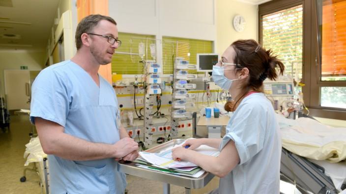 Fachkräftemangel: Intensivstation Bogenhausen: Der Personalmangel trifft nicht nur das städtische Klinikum, sondern auch andere Münchner Krankenhäuser.