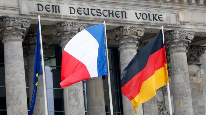 Neuer Élysée-Vertrag: Der neue Elysée-Vertrag soll eine engere Zusammenarbeit bei Bildung und Ausbildung ermöglichen, bestehende Schranken etwa auf dem Arbeitsmarkt abbauen und Projekte zur Digitalisierung vorantreiben.