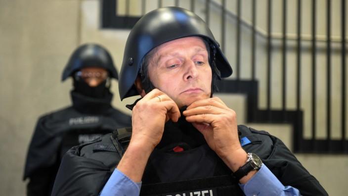 Neue Schutzausrüstung für hessische Polizei