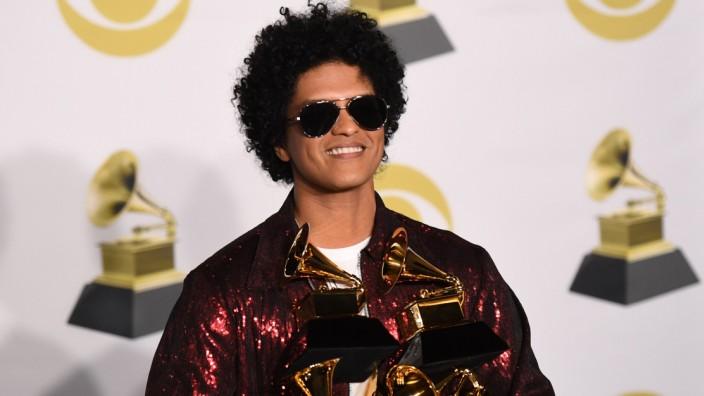 La 60e cérémonie des Grammy Awards pour la première fois à New York en 15 ans. Le rappeur Jay-Z, avec huit nominations, mène la course pour ces récompenses américaines de la musique