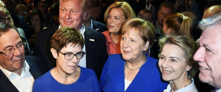 Armin Laschet Annegret Kramp Karrenbauer Julia Klöckner Angela Merkel Ursula von der Leyen und V
