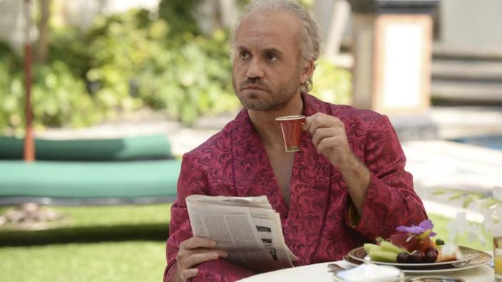 """""""American Crime Story"""": Ein Gott in zartpinker Robe: Gianni Versace (Édgar Ramírez)."""