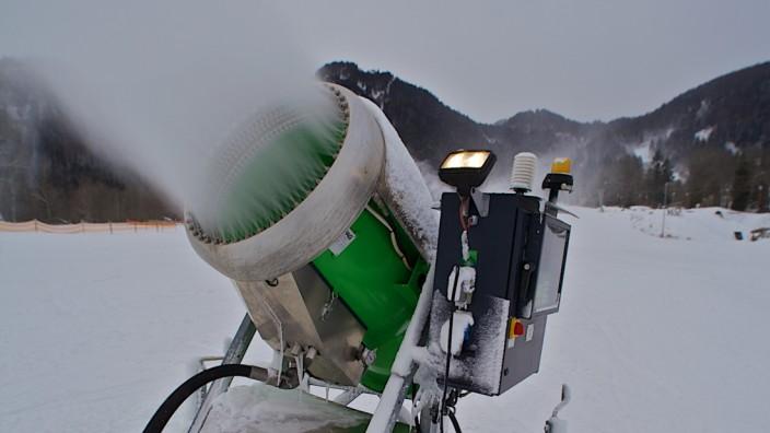 Am Brauneck laufen die Schneekanonen zum Ärger der Anwohner nachts