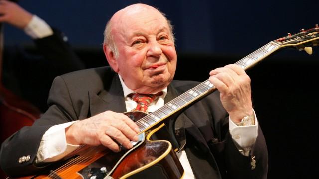 Erinnerung: Jazz und Swing waren seine Leidenschaft, seit er die Musikrichtung im Berlin der Dreißigerjahre kennengelernt hatte: Noch im hohen Alter spielte Coco Schumann diese Musik.