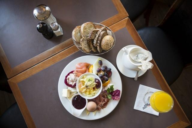 München: Frühstück im Cafe Glockenspiel.