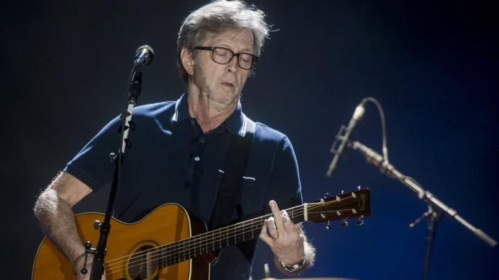 Eric Clapton: Eric Clapton 2013 bei einem Konzert in Leipzig.