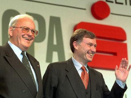 Zwei Präsidenten, wie sie unterschiedlicher nicht sein könnne. Ruck-Redner Roman Herzog (l.) und Sparkassenpräsident Horst Köhler. Foto: dpa