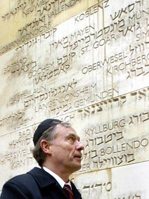 Pflichttermin für einem Bundespräsidenten:  Horst Köhler besucht 2005 die Holocaust- Gedenkstätte Jad Vaschem in Jerusalem. Foto: dpa