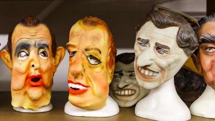 Karneval: Politikermasken sind nicht gerade angesagt. Aber es gibt sie noch. So manche wohl schon sehr lange.