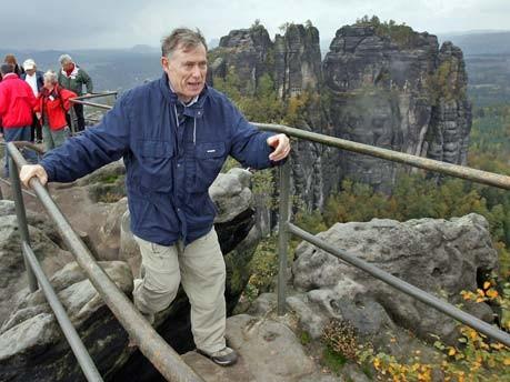 Horst Köhler wandert in der Sächsischen Schweiz. Foto: ddp