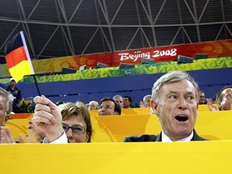 Bundespräsident Horst Köhler und seine Frau Eva Luise verfolgen die Paralympics in Peking 2008. Foto: dpa
