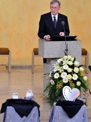 Horst Köhler spricht beim Trauergottesdienst eineinhalb  Wochen nach dem Amoklauf von Winnenden. Foto: Steffen Kugler/Bundesregierung-Pool/Getty Images