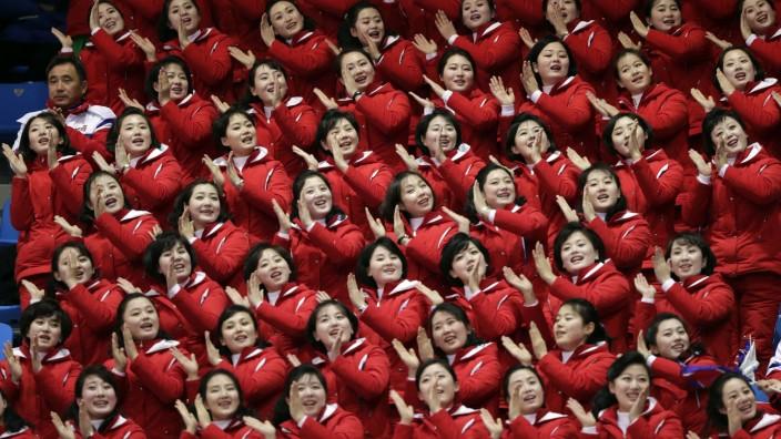 Olympia: Nordkoreanische Cheerleader bei den Olympischen Spielen - hier beim Shorttrack.
