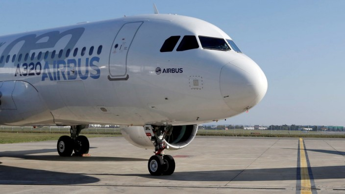 FILE PHOTO:   An Airbus A320neo aircraft and a Bombardier CSeries aircraft are pictured during a news conference to announce a partnership between Airbus and Bombardier on the C Series aircraft programme, in Colomiers