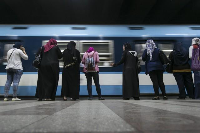 150617 CAIRO June 17 2015 Egyptian passengers wait for a coming metro train at Sadat metro s