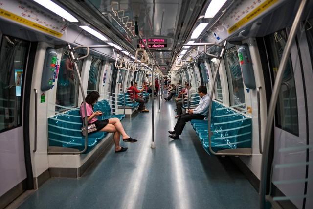 xovx Reise Architektur Singapur Passanten in der U Bahn von Singapur Reise Architektur Singap