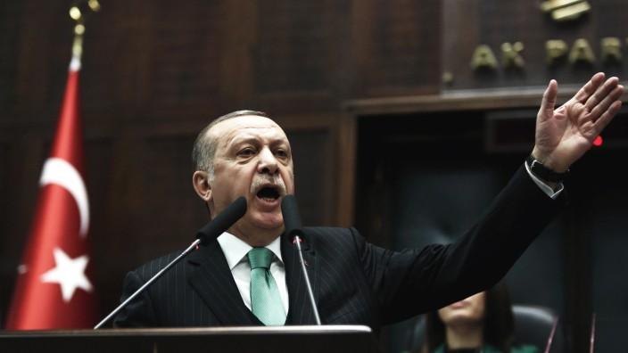 """Krieg in Syrien: Recep Tayyip Erdoğan am 13. Februar vor Parteimitgliedern: """"Wir werden jeden Terroristen, den wir sehen, vernichten und ausmerzen."""""""