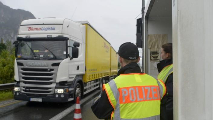 Verkehr: Am Grenzübergang Kiefersfelden/Kufstein wird seit 2015 kontrolliert. Das führt zu langen Staus.