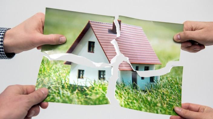 Zerstrittene Erben: Teilungsversteigerung von Immobilien kann helfen