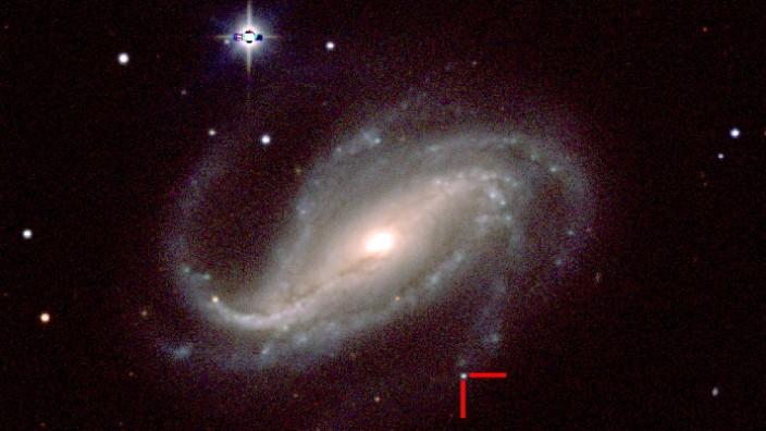 Ein argentinischer Hobby-Astronom hat erstmals Supernova fotografiert.