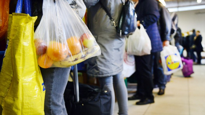 Essensausgabe in einer Tafel in NRW: In Essen müssen Kunden im Februar 2018 einen deutschen Ausweis vorweisen können.