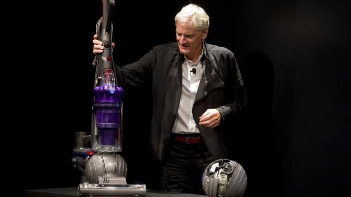Dyson: Firmengründer James Dyson stellt Produkte vor. Der Brite will ein Elektroauto auf den Markt bringen.