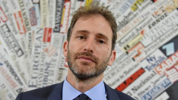 Parlamentswahlen in Italien: Mimik? Null. Eloquenz? Dürftig. Empathie? Die eines Nerds. Davide Casaleggio agiert am liebsten im Hintergrund.