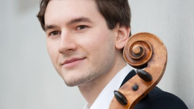 YPG-Flagge: Johannes König, Cellist bei den Münchner Philharmonikern, hat Probleme mit dem Staatsschutz, weil er einen Text des Bayerischen Rundfunks geteilt hat.