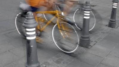 Auf mädchen dem fahrrad nackt Free Nackte