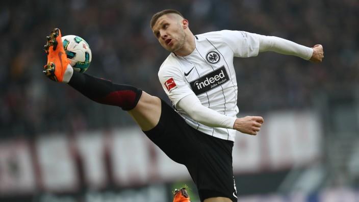 Eintracht Frankfurt v Hannover 96 - Bundesliga