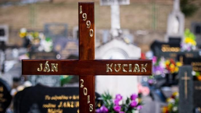 Slowakei: Das Grab des ermordeten Ján Kuciak. Der Journalist wurde am Samstag in der slowakischen Ortschaft Stiavnik beerdigt.