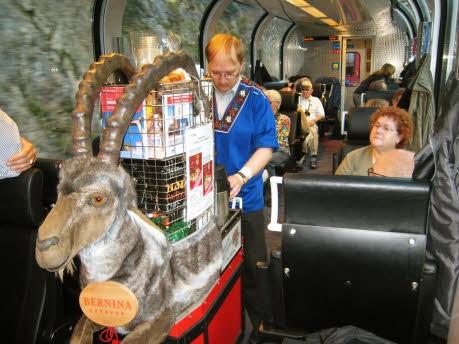 Im Bernina-Express von der Schweiz nach Italien über die Alpen, dpa