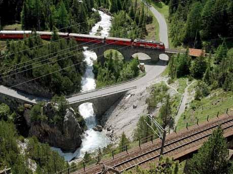 Im Bernina-Express von der Schweiz nach Italien über die Alpen,