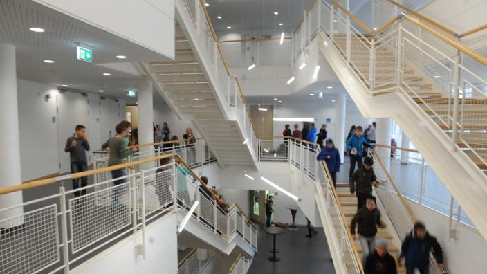 Weiterführende Schulen: Das neue Gymnasium in Ismaning ist schon wieder voll.