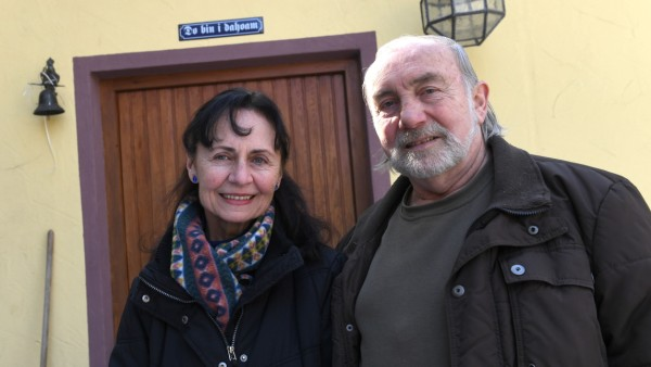 Heinz und Lydia Gruber in Kehl bei Weißenburg, die jeden Tag mehrere Airbnb-Gäste aus aller Welt beherbergen