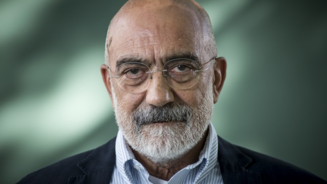 Ahmet Altan at the 2015 Edinburgh International Book Festival.