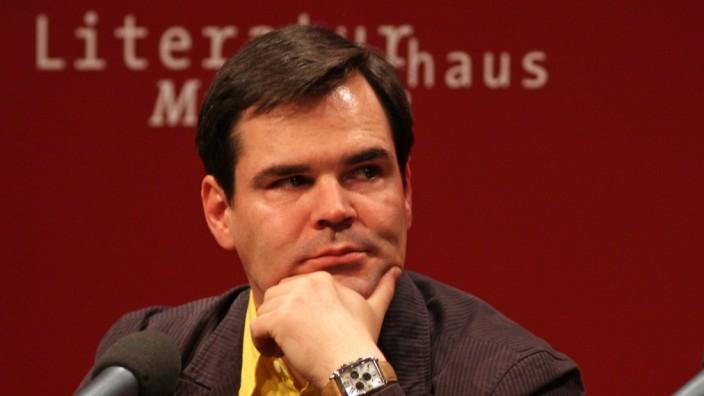 Der Schriftsteller Uwe Tellkamp 2008 auf einer Lesung im Literaturhaus München.
