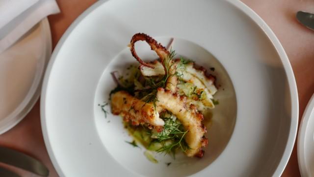 Rocca Riviera: Gegrillten Octopus kann der Besucher im Rocca Riviera probieren.