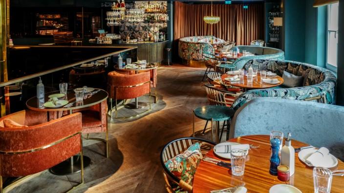 """Rocca Riviera: """"In dieses Restaurant haben wir wirklich viel Geld gesteckt"""", sagen die Betreiber des Rocca Riviera. Das sieht man. Und es passt zur Adresse."""