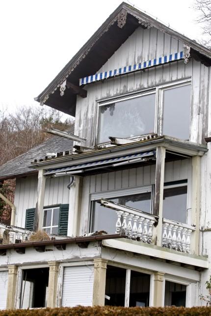 Villa Max in Ammerland: Vollkommen desolat wirkt die denkmalgeschützte Villa Max in Ammerland von außen. Die Eigentümer lassen das 150 Jahre alte Haus verfallen.