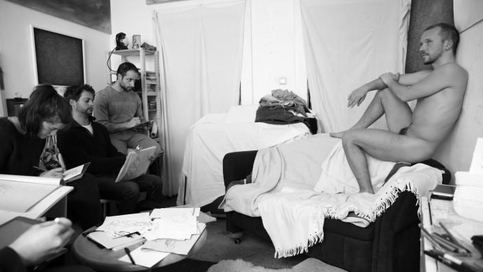 Open Westend 2018 Aktzeichnen im Atelier von Regine von Chossy, Das Modell Christian Silys ist mit der Veröffentlichung einverstanden, der Fotograf sagt, es ist nicht nötig, dass wir ihn nennen
